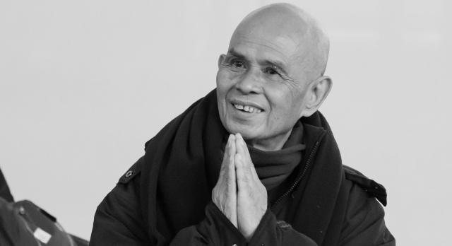 Thich-Nhat-Hanh-arrives-by-Kelvin-Cheuk+copy